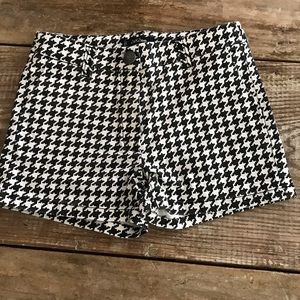 Monnalisa black and white shorts
